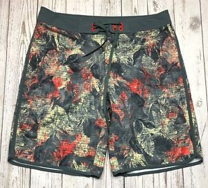 THE NORTH FACE Men's Green Board Shorts Size 34 Forest