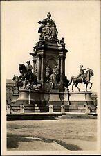 Wien I Österreich alte s/w AK ~1940 Partie am Maria Theresien Denkmal ungelaufen