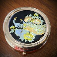 Superbe boîte à pilules ( pilulier) japonaise métal doré à bas relief de paons