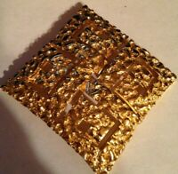 VINTAGE TRIFARI GOLD TONE SQUARE BROOCH  PIN SIGNED - JEWELRY