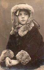 BJ267 Carte Photo vintage card RPPC Enfant jeune fille manteau fourrure portrait