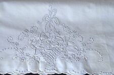 VINTAGE PAIR OF MADEIRA EMBROIDERED LINEN PILLOW CASES UU711