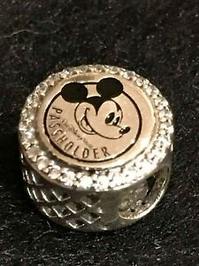 Walt Disney World - Pandora 2018 Annual Passholder Charm - Mickey Mouse - NEW