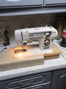 JANOME New Home Model 551 pedal and case  Heavy Duty ELECTRIC SEWING MACHINE
