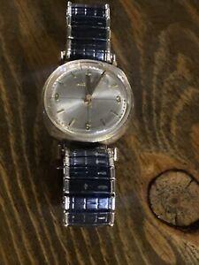 RARE Bulova accutron alpha 1960 1st Yr M0 14K gold black dial wrist watch