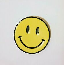 YELLOW SMILEY FACE METAL & ENAMEL GLOSS PIN BADGE NEW CLASSIC HIPPY FUN SMILE