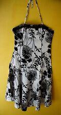 robe évasée dos nu  taille L  noire et blanche , coton