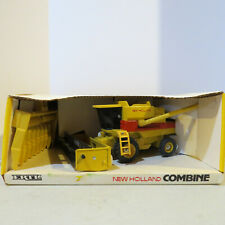 Ertl New Holland TR96 Combine with 2 Heads 1/32 Scale 375-B