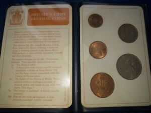 BRITAIN'S FIRST DECIMAL COIN SET UNCIRCULATED COMPLETE IN BLUE WALLET 1968-1971
