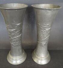 Paar hohe Jugendstil-Zinnvasen mit Reliefdekor, H-29  (247/10102)