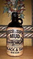 """MISSISSIPPI MUD Beer Jug Bottle Vintage 1996 Black Tan 9"""" tall 32 fl oz 1 qt Exc"""