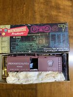 HO SCALE TRAIN. ROUNDHOUSE. 40' BOX CAR KIT. PENNSYLVANIA B42.  Made In USA!