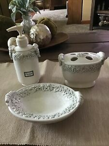 Three Piece Croscill White Gray Crackle Tuscany Earthenware Bath Home Decor