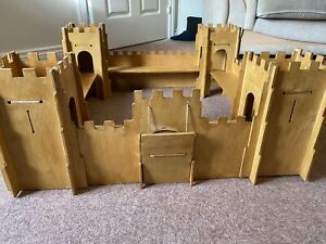 Wooden Castle, Trebuchet, Knights and Soldiers