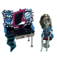 Monster High Frankie Stein Doll Mattel 2008 with Outfit, Vanity & Chair Playset