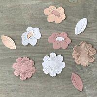 Stanzschablone/ Cutting dies Blüten Korbblüter, bis 4x4 cm, 3 teilig
