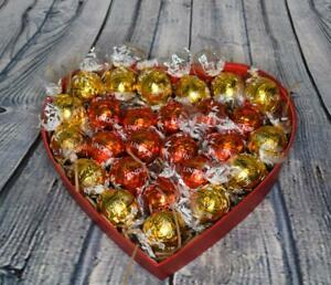 Luxury Lindt Lindor 26 Truffles Chocolate Small Heart Shaped Hamper Gift Box K67