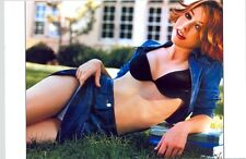 ALYSON HANNIGAN - IN BRA AND SKIRT LYING IN THE GRASS !!!