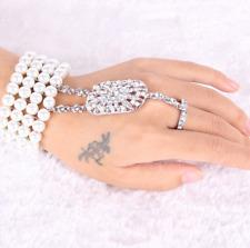 Bracelet bague original perles blanches et strass années 20 rétro glamour