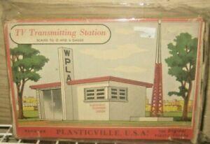 O & S SCALE VINTAGE TV TRANSMITTING STATION PLASTICVILLE TELEVISION #1618-100