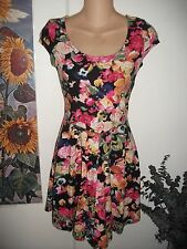 H&M Dress in Summer Floral Print - Size 6