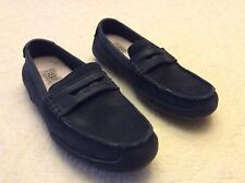 Preowned Ugg Boys Black Leather Moccasins Sz 7