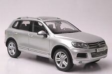Volkswagen Touareg 2010 TSI SUV model in scale 1:18 Cool Silver Metallic
