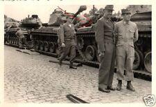 17421/ Originalfoto 7x10cm Bundeswehroffizier vor US Panzer M 47, ca. 1956
