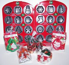 LOT of 25 Pieces WILTON Cookie Pan Cutters Comfort Grip Christmas Holiday *NEW*
