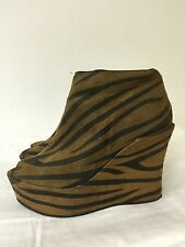 Forever 21 women peep toe Wedge Sandals faux suede animal print Size 6
