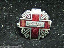 Jolie ancienne broche émaillée, Croix rouge, Don du sang
