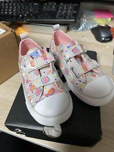 Converse - Infant Girls - Size 8- Llama Print