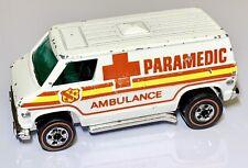 Hot Wheels Redline Paramedic Super Van Flying Colors Ambulance