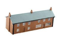Kestrel GMKD05 - Häuserzeile mit Laden - Spur N - NEU