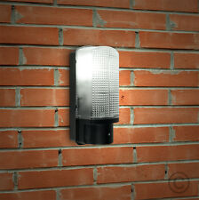 Modern Outdoor Heavy Duty Black Plastic Ip44 Rated Dusk to Dawn Bulkhead Wall