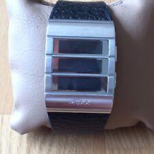 Stylische MEXX-Armbanduhr mit breitem schwarzen Band