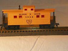 HO Scale--Qty 4--TRAIN CARS