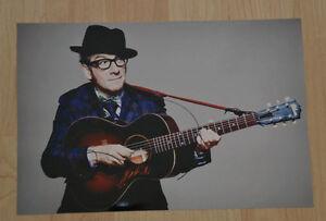 ORIGINAL Autogramm von Elvis Costello. pers. gesammelt 100% Echt. 20x30 Foto