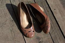"White Mountain Women's Stacked Heel 2 1/2"" Light Brown 10 M Nearly New"