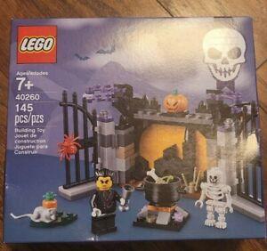 Lego Holiday Halloween Haunt (40260) NEVER OPENED(Box Damaged)