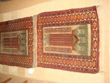 DEUX PETITS TAPIS DE PRIERE ANCIENS  80 x 66 cm