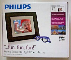"PHILIPS HOME ESSENTIALS DIGITAL 7"" BLACK WOOD PHOTO FRAME SPF3007/G7 -NEW IN BOX"