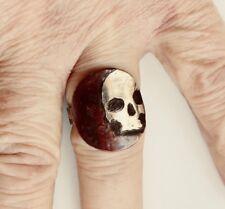 Cráneo de plata de ley sobre el Cobre XL Anillo Gótico macabro Memento Mori hecho a mano