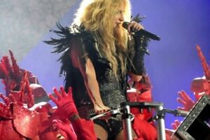 2011 Billboard Music Awards 'Animal' & 'Blow' Performance Piece