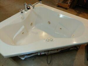 Jacuzzi J5D6060 Signature 60 inch Corner Soaking Bathtub