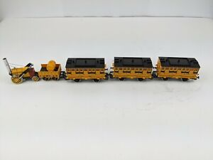 Hornby Rocket With Passenger Cars, 5 Pieces, HO Scale