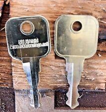 2 keys fits Hamm Bomag CAT JCB New Holland Volvo Bobcat Heavy Equipment Ign14707