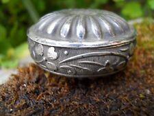 Boite ovale en métal argenté décor guirlande de fleurs Trèfles ...
