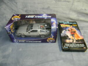1/24 SCALE WELLY 1985 BACK TO THE FUTURE TWO DELOREAN DIECAST CAR W/VHS TAPE