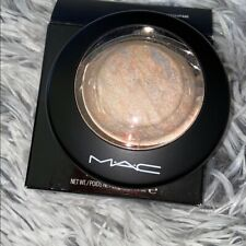 NWT M·A·C Mineralize Skinfinish -Shade: Lightscapade